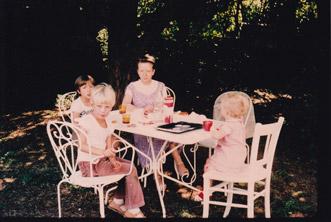 Jeanne Morrannier et ses petits enfants